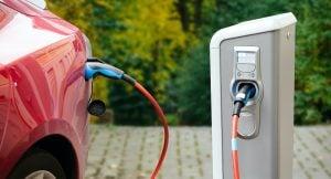 Les infrastructures représentent un défi pour la mise en place d'une flotte électrique : la technologie des véhicules électriques étant relativement nouvelle, il est difficile de trouver des bornes de recharge publiques suffisamment grandes pour les véhicules commerciaux.