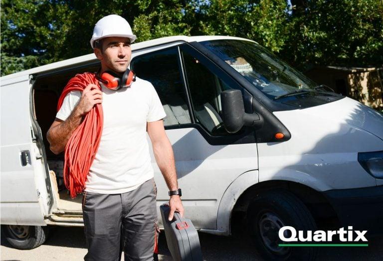 La géolocalisation de véhicules présente de nombreux avantages pour les électriciens. Suivez le guide avec Quartix.